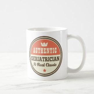 Mug Idée vintage de cadeau de gériatre authentique