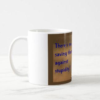 Mug Il n'y a aucun jet d'économie contre la stupidité