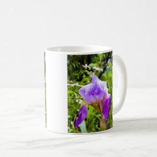 Mug Iris pourpre avec des baisses de l'eau