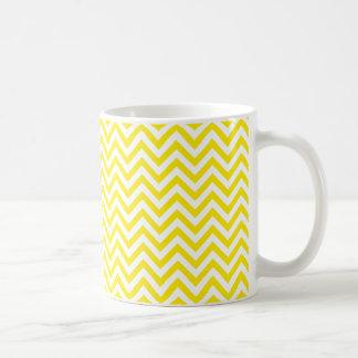 Mug Jaune et blanc de motif de zigzag de Chevron