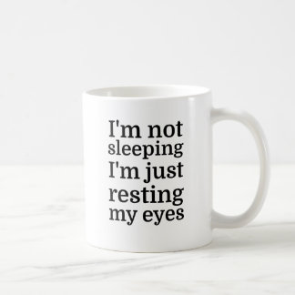Mug Je ne dors pas, je repose juste mes yeux