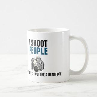 Mug Je tire des personnes et coupe parfois leurs têtes