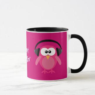 Mug Juste hiboux roses de Chillin avec des écouteurs