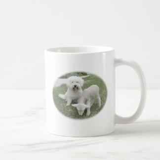 Mug La chaîne de cadeau d'Agneau-Minder de Bichon