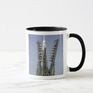 Mug La fusée de Soyuz est érigée en le place 4