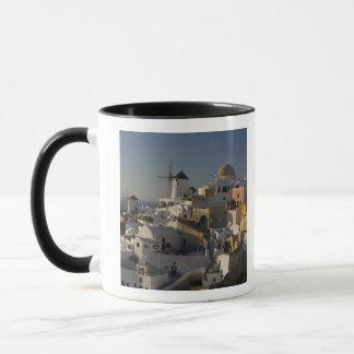Mug La Grèce et l'île grecque de la ville de Santorini