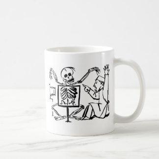 Mug La mort et le docteur de rayon X circa 1951