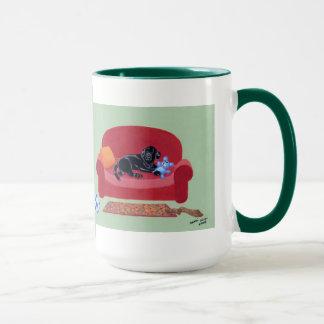 Mug Labrador noir sur la peinture rose de divan