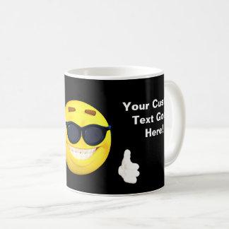 Mug L'amusement manie maladroitement vers le haut