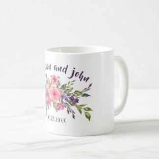 Mug Lavande de jeune mariée et de marié et bouquet