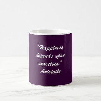 """Mug Le """"bonheur dépend de nous-mêmes. """""""