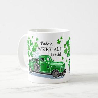 Mug Le camion vintage de vert du jour de St Patrick