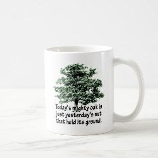 Mug Le chêne puissant d'aujourd'hui est juste l'écrou