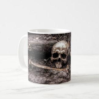 Mug Le crâne et les os ont hanté la forêt