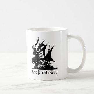 Mug le logo de bateau de pirate de baie de pirate