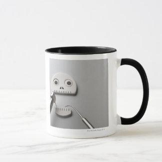 Mug Le squelette que le traitement dentaire est pris