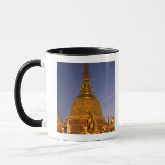 Mug Le temple de bidon de Shwe Myin, crépuscule, font