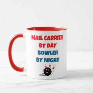 Mug Le transporteur de courrier aime rouler