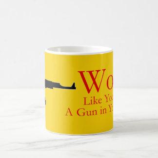 Mug Le travail comme vous ont une arme à feu dans