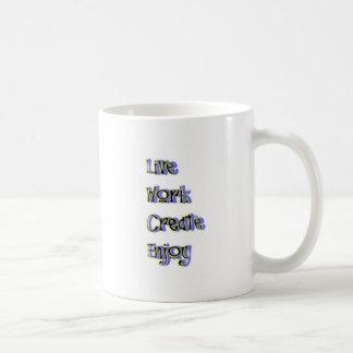 Mug le travail vivant créent apprécient