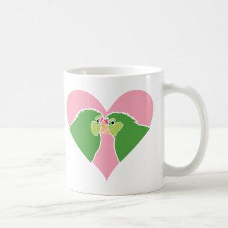 Mug Le vert rose de coeur de perruches Parrots Clipart