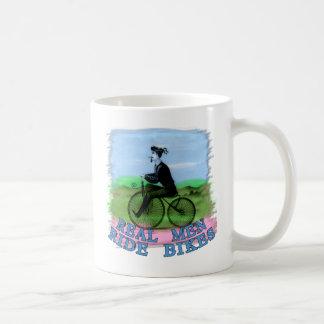 Mug Le vrai tour d'hommes fait du vélo des produits
