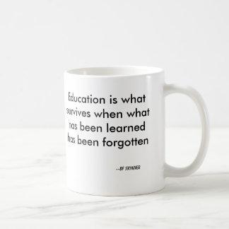 Mug L'éducation est ce qui survit quand ce qui a été