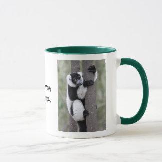 Mug Lémur noir et blanc de Ruffed sur l'arbre