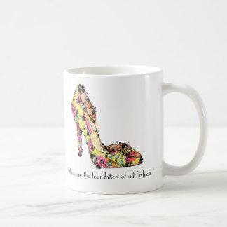 """Mug Les """"chaussures sont la base de toute la mode. """""""