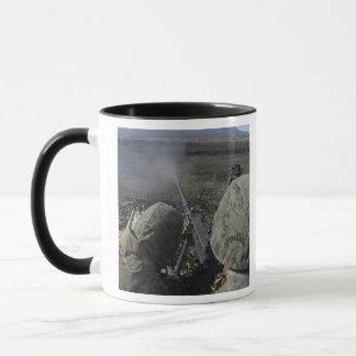 Mug Les marines mettent le feu à une mitrailleuse de