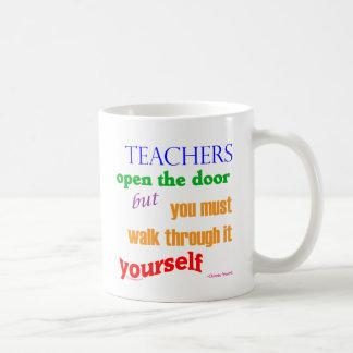 Mug Les professeurs ouvrent la porte…