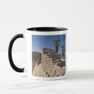 Mug Les ruines de Césarée du port ont construit par