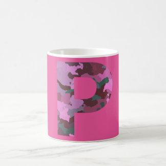 Mug Lettre P Camo avec le rose