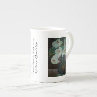 Mug Lis blancs dans le vase noir