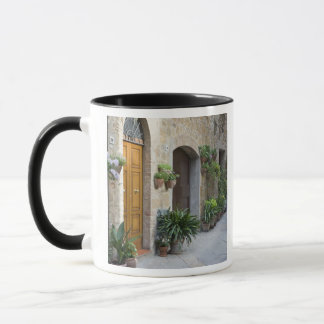 Mug L'Italie, Pienza. Pots de fleur et plantes mis en