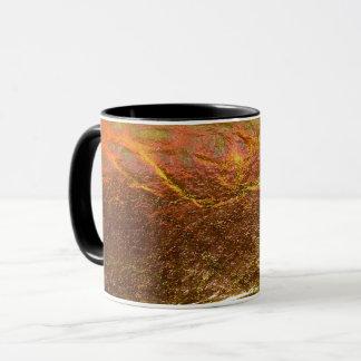 Mug L'or et le laiton ont plaqué la texture avec un