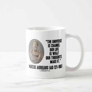 Mug L'univers de Marcus Aurelius est changement que
