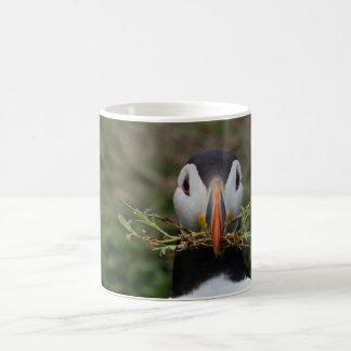 Mug Macareux de constructeur de nid