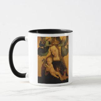Mug Madonna et l'enfant ont couronné par deux anges,