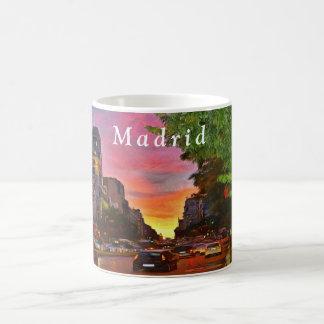 Mug Madrid. Coucher du soleil coloré au-dessus de