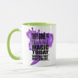 Mug Magie noire de lavande et de fille de vert
