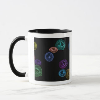 Mug Méduses colorées multi sur l'arrière - plan noir