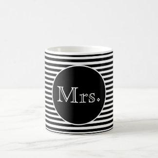 Mug Mme avec les rayures noires et blanches