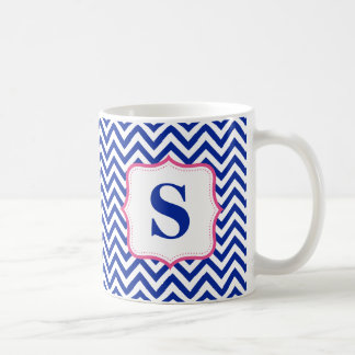 Mug Monogramme bleu de rose de zigzag de Chevron