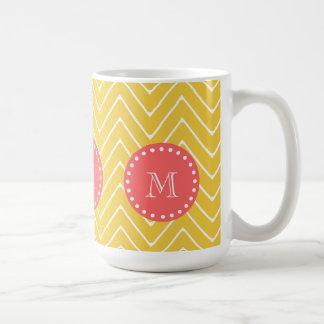 Mug Monogramme de corail jaune du motif | de Chevron