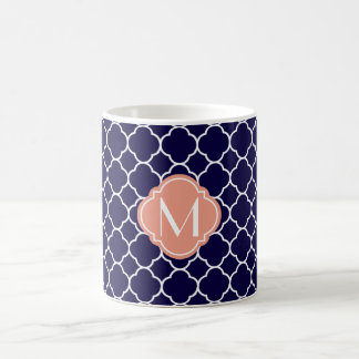 Mug Motif de Quatrefoil de bleu marine avec le
