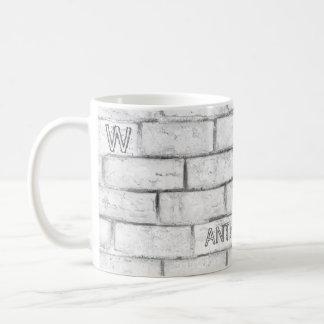 Mug Mur de briques blanc avec le monogramme, le nom et