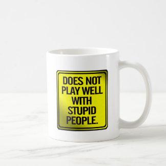 Mug Ne joue pas bien avec les personnes stupides