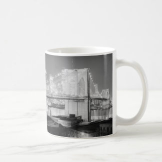 Mug Noir et blanc de pont de Brooklyn