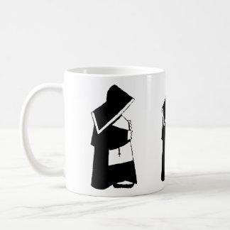 Mug Nonne d'église catholique dans l'habitude